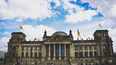 Политици, журналисти, водещи, музикални звезди: хакери публикуваха лични данни на над 1000 германски обществени личности